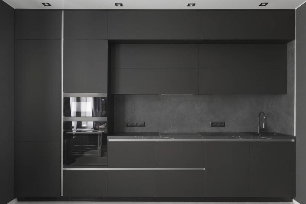 кухня с фасадами со скрытыми ручками